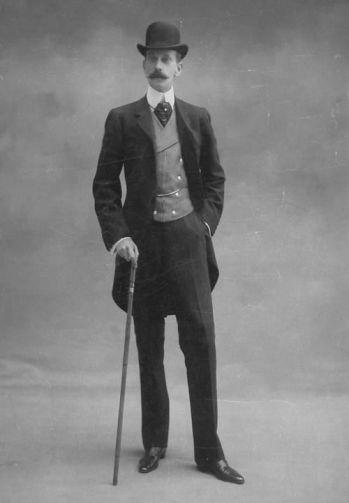 Что-то мне подказывает, что этот джентльмен 1900-х точно был в референсах Элен Мирожник