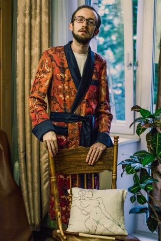 Подушка с ручной вышивкой Роберто Реале, подаренная Массимо Альбой